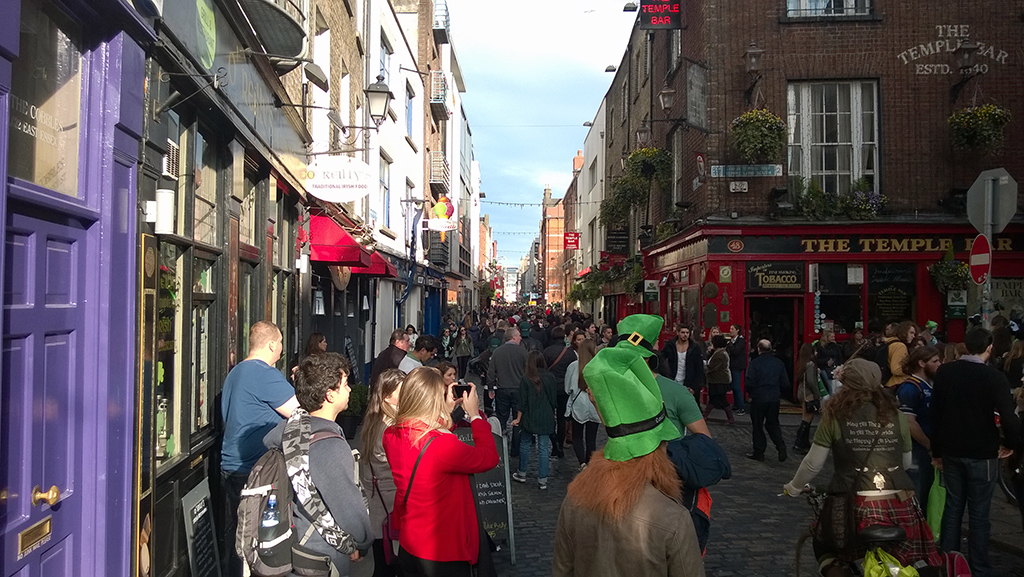 Crowd_In_Temple_Bar_On_Saturday