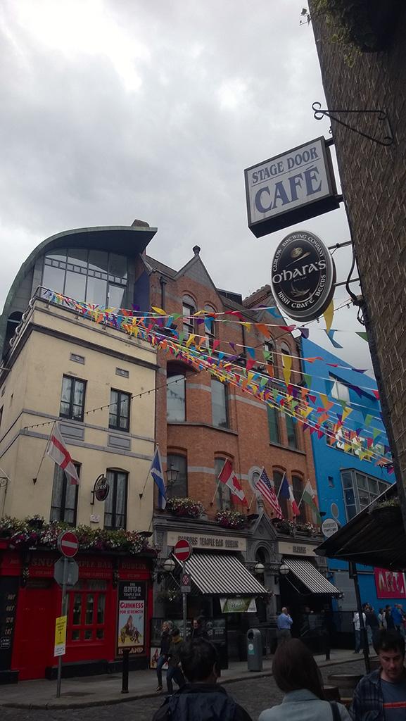 02_Flags_around_the_city_centre