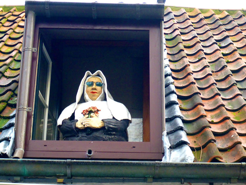 04_Nun_In_Front_Of_Beguinage_Brugges