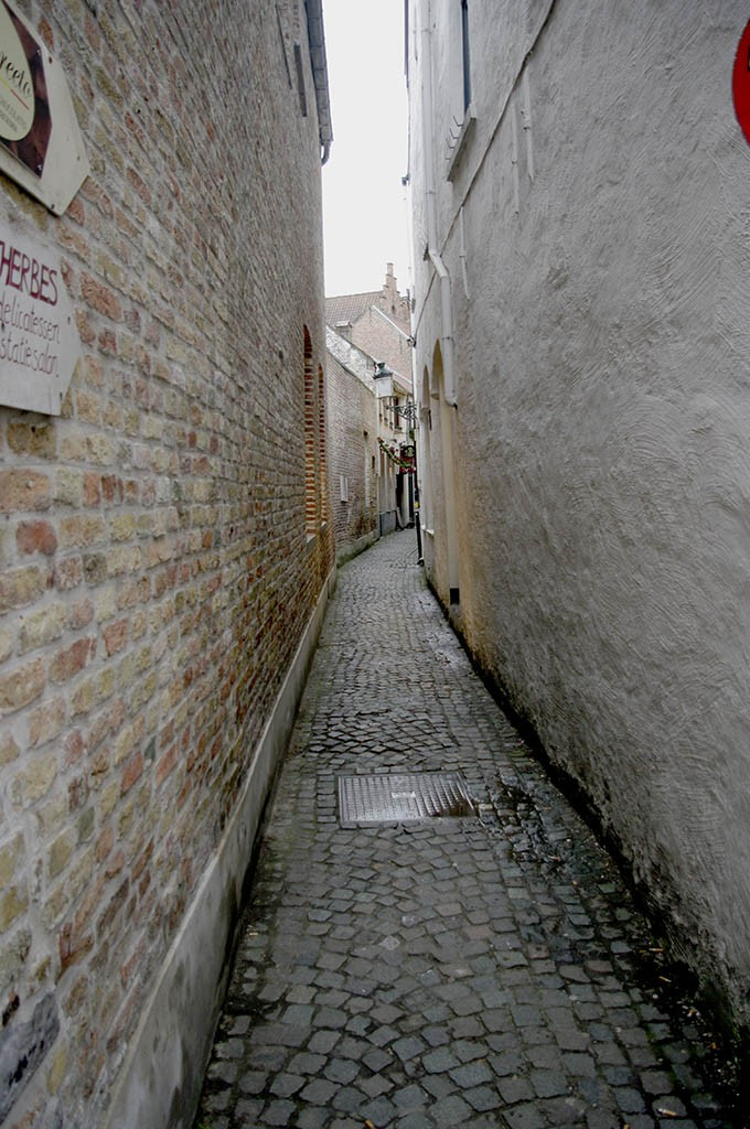 06_Narrow_Streets_Of_Brugges