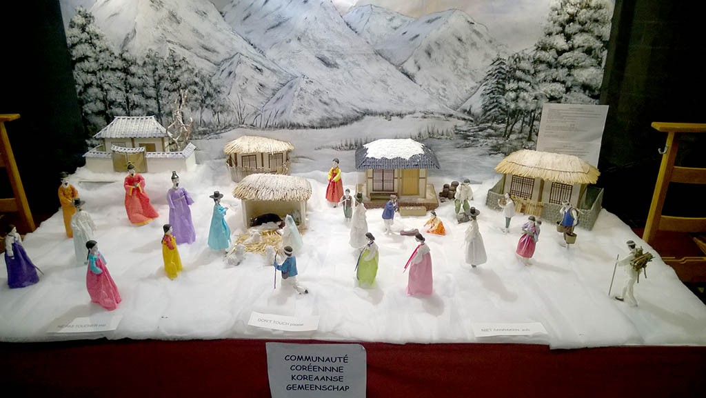 10_Christmas_cribs_In_Cathedral