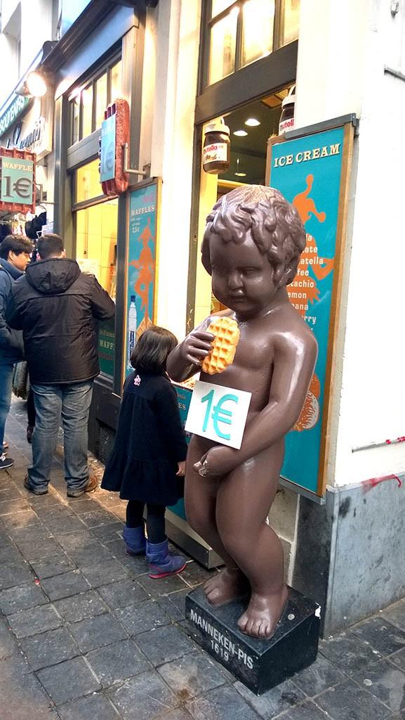 23_Manneken_Pis_Choco_Bruxelles