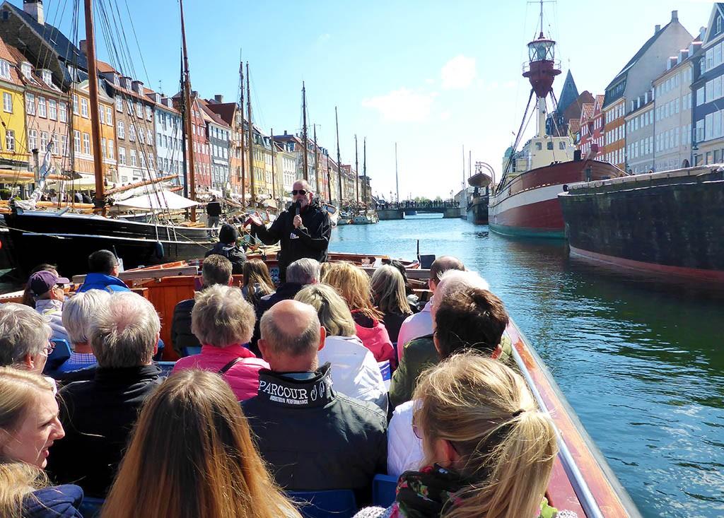 04_Nyhaven_Cruise_In_Copenhagen_Denmark