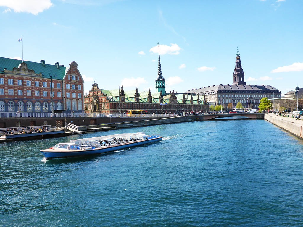 09_Stock_Market_And_Christiansborg_Palace