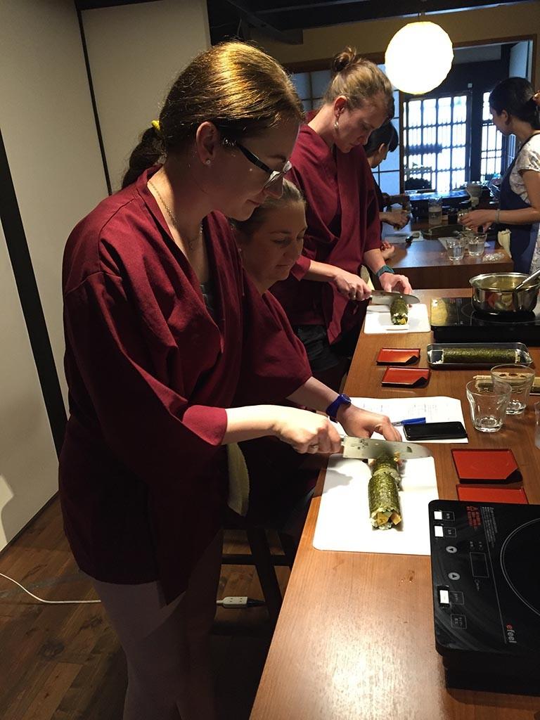 08-Cutting-Sushi
